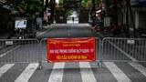 Hình minh hoạ: Rào chắn được dựng lên trên đường phố Hà Nội hôm 30/8/2021 để ngăn người qua lại phòng dịch bệnh COVID-19 lây lan