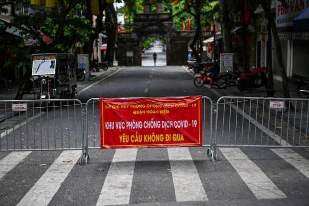 Sự hỗn loạn do COVID-19 châm ngòi cho những công phẫn tại Việt Nam