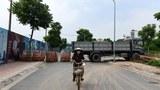 Một con đường ở Hà Nội bị chặn để ngăn ngừa sự lây lan COVID-19