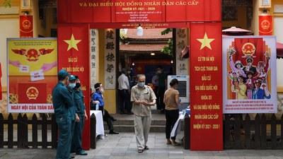 Hình minh hoạ. Người dân đi bỏ phiếu trong cuộc bầu cử hôm 23/5/2021 ở Hà Nội