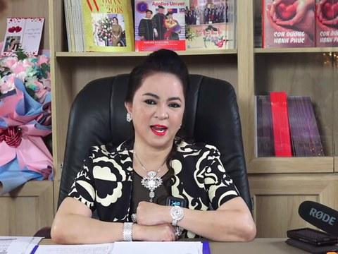 Bà Nguyễn Phương Hằng, vợ của ông Huỳnh Uy Dũng hay còn được biết đến là ông Dũng 'lò vôi', chủ Khu du lịch Đại Nam. trong một buổi livestream.