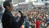 Đại diện dân làng Ô Khảm phát biểu nhân cuộc biểu tình tố cáo các viên chức địa phương trưng dụng đất của họ mà không đền bồi thỏa đáng. (ngày 21 tháng 12, 2011)