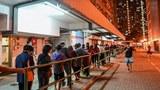 Người dân quận Tseung Kwan O ở Hong Kong xếp hàng để bỏ phiếu trong cuộc bầu cử Hội đồng Quận hôm 24 tháng 11,2019