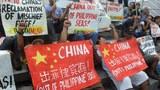 Hình minh hoạ. Biểu tình phản đối trước lãnh sự quán Trung Quốc ở Manila, Philippines hôm 17/4/2015