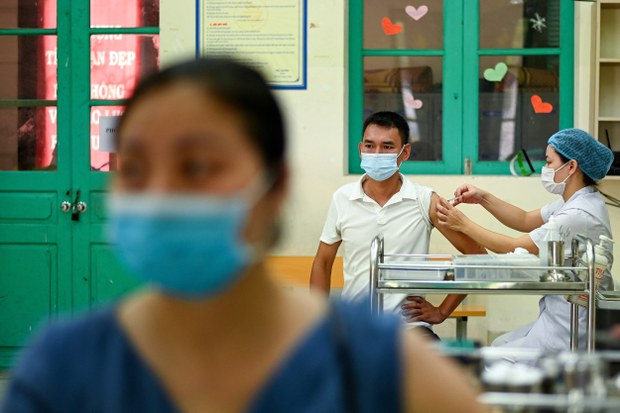 Bình Dương, Đồng Nai tiêm 1,5 triệu liều vắc-xin Sinopharm, bác tin Donacoop nhập 15 triệu liều Pfizer