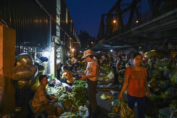 Nông sản nội địa ùn ứ, nhập khẩu từ Trung Quốc tăng mạnh