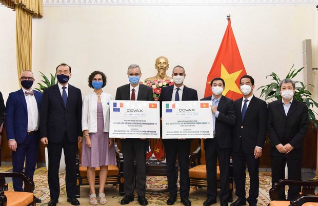 Ý, Pháp, Nhật viện trợ Việt Nam gần hai triệu liều vắc-xin ngừa COVID-19