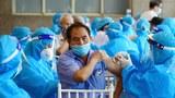 Bộ Y tế Việt Nam đề nghị tiêm ít nhất hai triệu mũi vắc-xin ngừa COVID-19 mỗi ngày