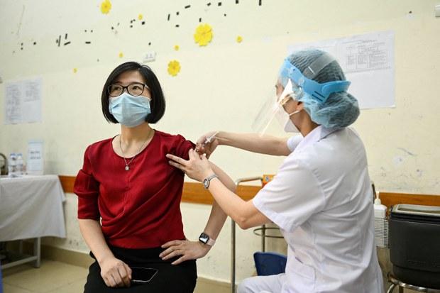 Bộ Y tế ra công điện không được nhận tiền tiêm vắc-xin COVID-19