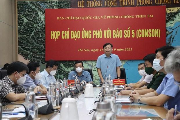 Việt Nam cảnh báo lũ lụt và sạt lở đất sau khi bão Conson suy yếu